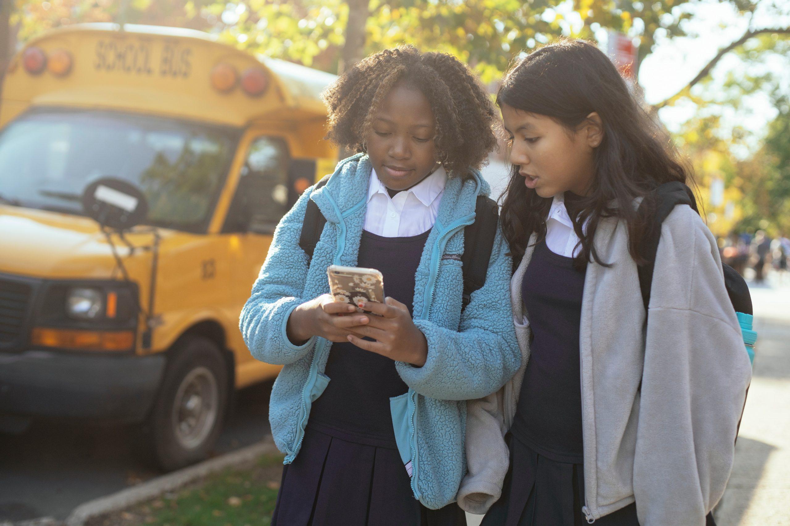 Adicción al teléfono en niños y adolescentes